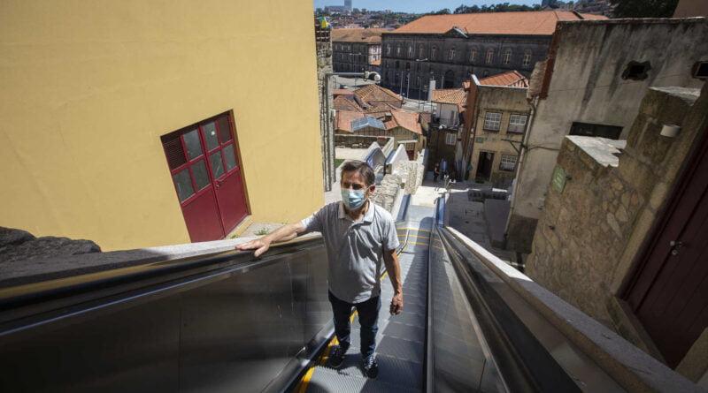 Escadas rolantes colocadas em Miragaia Porto já estão a funcionar